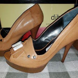 Vera Wang heels. Never worn. Size 8.